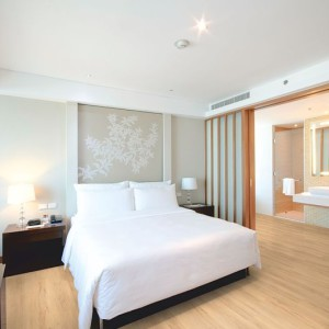 Conceptline 3029 Lakeshore Beech Hotel